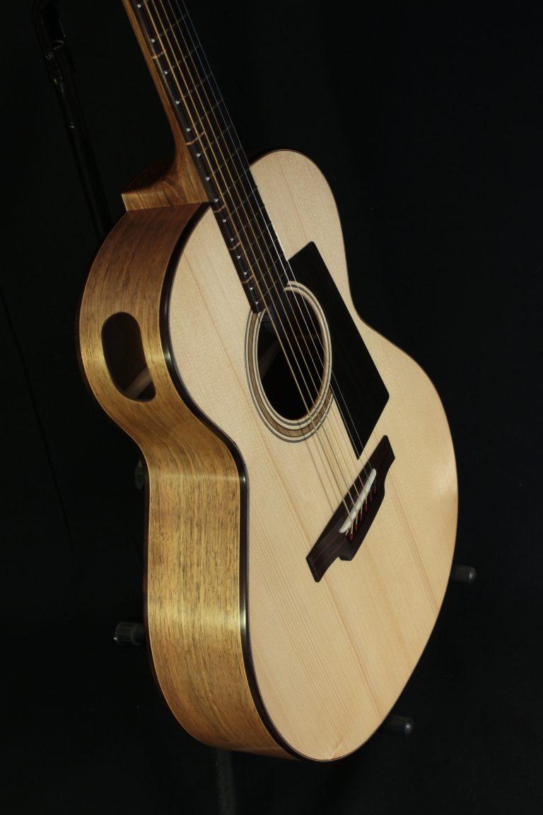 Guitare 000 noyer - caisse