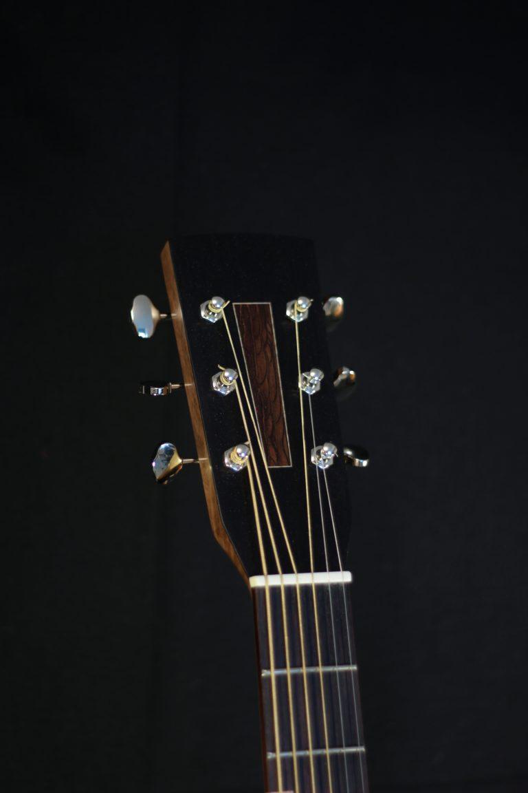 Guitare 000 noyer - tête
