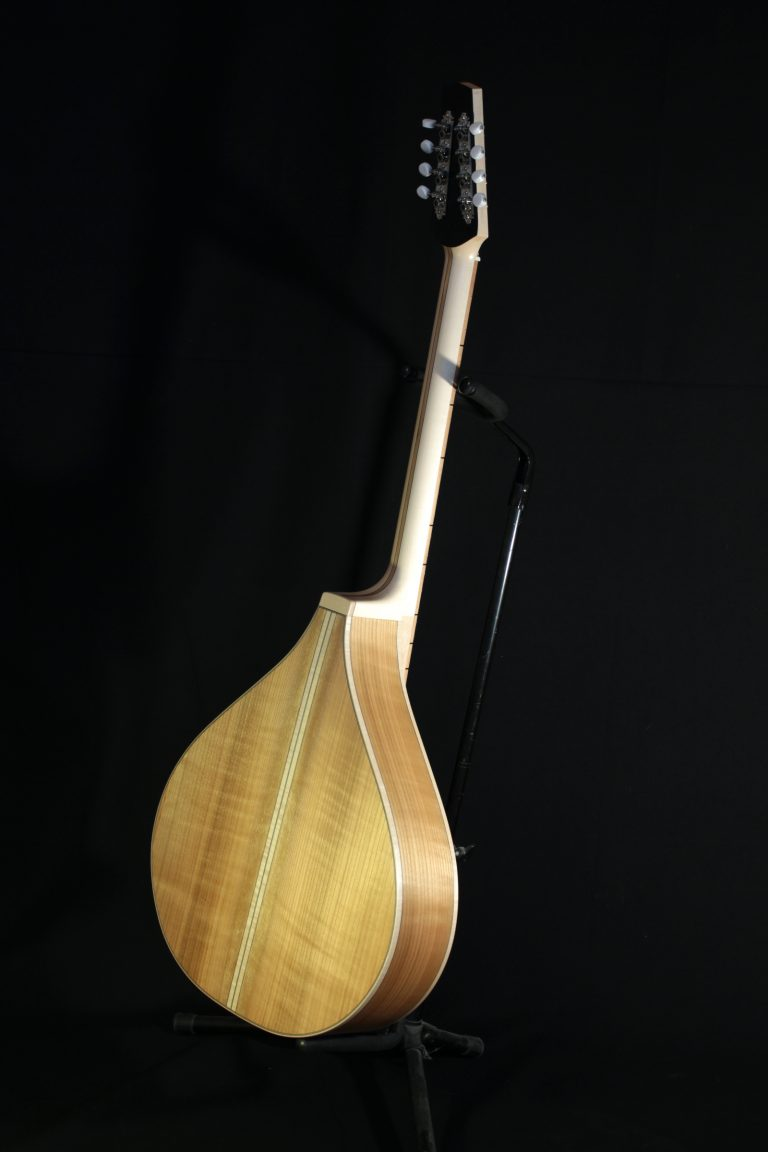 https://sorosac-luthier.fr/bouzouki-archtop-cerisier/
