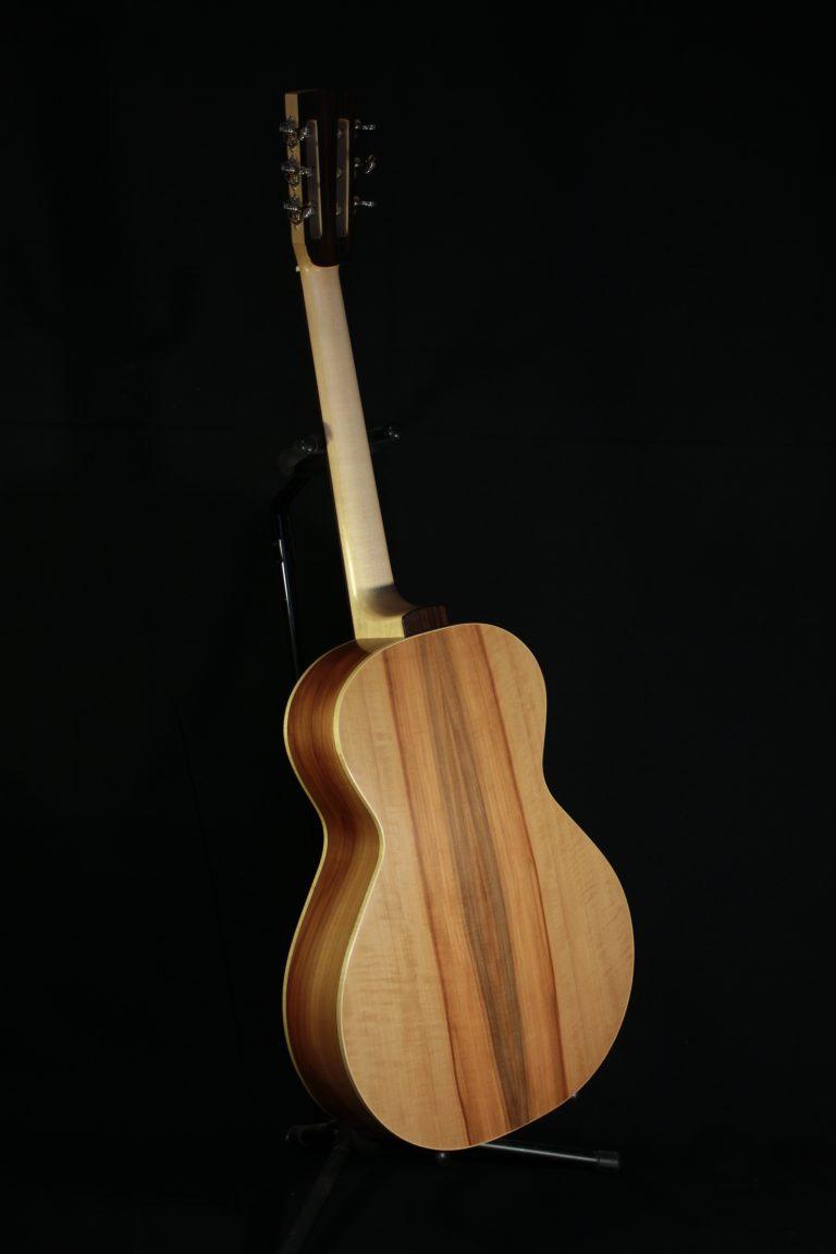 Guitare 000 pommier - 3/4 dos