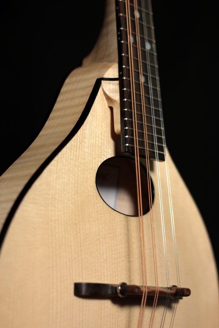 Mandoline archtop style A - bouche ovale