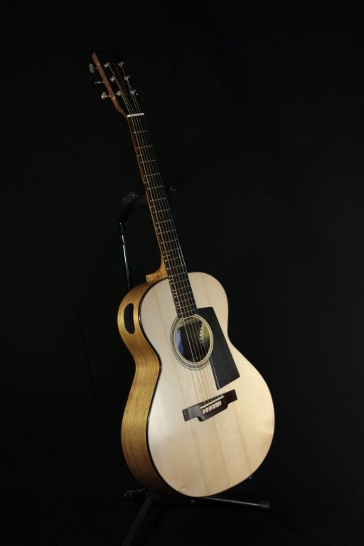 https://sorosac-luthier.fr/guitare-000-noyer/