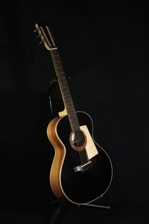 https://sorosac-luthier.fr/guitare-modele-custom-000/